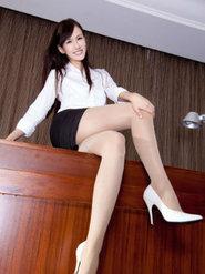 美腿美女sara图片性感长腿丝袜美女诱惑壁纸