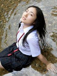 <b>日本美女湿身纱绫湖边制服湿身诱惑 女学生制服装 女学生清纯美女写</b>